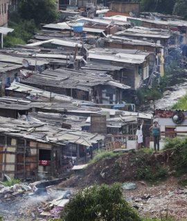 Favela no Jardim Peri Alto, em foto de 2012. LALO DE ALMEIDA / FOLHAPRESS